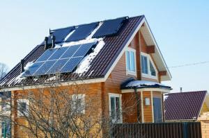 солнечный обогреватель на крыше частного дома