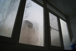 намокают стены и окна в доме